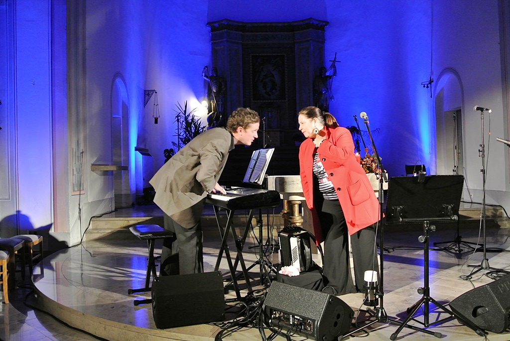2013-Konzert Mit Kathy Kelly In St. Goarshausen-04