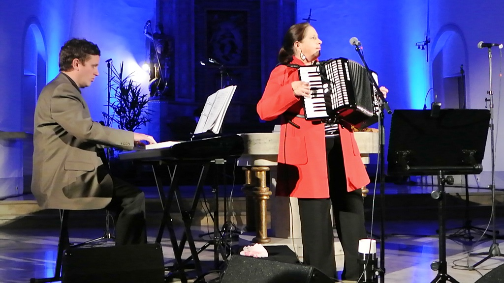 2013-Konzert Mit Kathy Kelly In St. Goarshausen-05